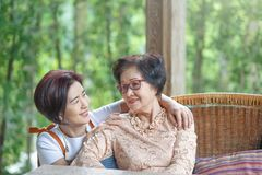 Η ημέρα της μητέρας είναι ένας εορτασμός που τιμά τη μητέρα της οικογένειας στοκ εικόνα με δικαίωμα ελεύθερης χρήσης
