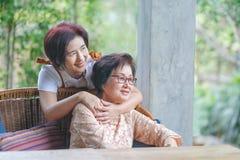 Η ημέρα της μητέρας είναι ένας εορτασμός που τιμά τη μητέρα της οικογένειας στοκ φωτογραφία με δικαίωμα ελεύθερης χρήσης