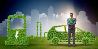 Η ηλεκτρική έννοια αυτοκινήτων στην πράσινη έννοια περιβάλλοντος Στοκ Εικόνες