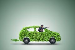 Η ηλεκτρική έννοια αυτοκινήτων στην πράσινη έννοια περιβάλλοντος Στοκ φωτογραφία με δικαίωμα ελεύθερης χρήσης