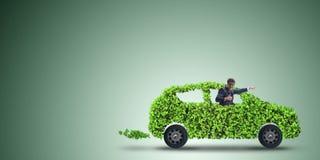 Η ηλεκτρική έννοια αυτοκινήτων στην πράσινη έννοια περιβάλλοντος Στοκ φωτογραφίες με δικαίωμα ελεύθερης χρήσης