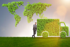 Η ηλεκτρική έννοια αυτοκινήτων στην πράσινη έννοια περιβάλλοντος Στοκ εικόνα με δικαίωμα ελεύθερης χρήσης