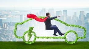 Η ηλεκτρική έννοια αυτοκινήτων στην πράσινη έννοια περιβάλλοντος Στοκ εικόνες με δικαίωμα ελεύθερης χρήσης