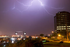 Η ηλεκτρική αστραπή θύελλας χτυπά τη γέφυρα WA Murray Morgan μπουλονιών Στοκ Εικόνες