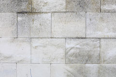 Η ηλικίας παλαιά κόκκινη άσπρη γκρίζα σύσταση τουβλότοιχος κατέστρεψε το συγκεκριμένο οριζόντιο υπόβαθρο Shabby αστική ακατάστατη Στοκ Εικόνες