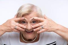 Η ηλικιωμένη γυναίκα κλείνει το στόμα, τα αυτιά και τα μάτια της με Στοκ εικόνες με δικαίωμα ελεύθερης χρήσης