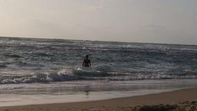 Η θάλασσα της Μέσης Ανατολής στο ηλιοβασίλεμα στοκ φωτογραφία