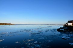 Η θάλασσα είναι μια θέση για την ειρήνη το χειμώνα στη Νέα Αγγλία Στοκ Εικόνα