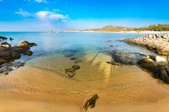 Η θάλασσα και οι παλιές παραλίες Chia, Σαρδηνία, Ιταλία Στοκ εικόνα με δικαίωμα ελεύθερης χρήσης