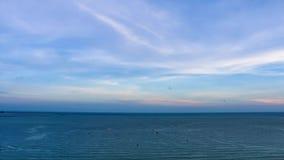 Η θάλασσα και ο ουρανός απόθεμα βίντεο