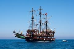 Η θάλασσα και το σκάφος στην Τουρκία Στοκ Φωτογραφίες