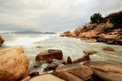 Η θάλασσα Νότιων Κινών από τη βιετναμέζικη ακτή κοντά στην πόλη Nha Trang Στοκ Εικόνες