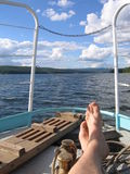 Η θάλασσα, ο ουρανός και τα γυμνά πόδια Στοκ Εικόνες