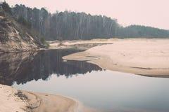 Η θάλασσα της Βαλτικής και ομιχλώδες πρωί Τρύγος Στοκ φωτογραφία με δικαίωμα ελεύθερης χρήσης