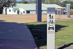 Η θέση σημαδιών δημόσια πληροφορίας λέει την πορεία μεριδίου `, ρολόι για άλλους χρήστες ` στο πάρκο στην Αυστραλία στοκ φωτογραφία