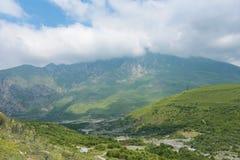 Η θερινή άποψη φαραγγιών Genaldon Karmadon Βόρεια Οσετία, Ρωσία βουνά Καύκασου Στοκ εικόνες με δικαίωμα ελεύθερης χρήσης