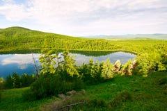 Η θεϊκά λίμνη και το βουνό Στοκ Εικόνες