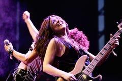 Η θηλυκή ζώνη μουσικής σκληρής ροκ Lizzies αποδίδει στη συναυλία Download στο φεστιβάλ μουσικής βαρύ μετάλλου στοκ φωτογραφίες