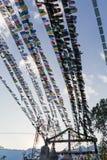 Η θιβετιανή βουδιστική σημαία προσευχής περιλαμβάνει τα κόκκινα, πράσινα, κίτρινα, μπλε και άσπρα χρώματα στο βόρειο Sikkim, Ινδί Στοκ Φωτογραφίες