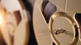 Η θολωμένη εικόνα των στροφίων ταινιών γίνεται σαφής απόθεμα βίντεο