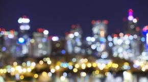 Η θολωμένη πόλη οριζόντων του Ντένβερ ανάβει τη νύχτα Στοκ φωτογραφίες με δικαίωμα ελεύθερης χρήσης