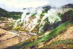 Η θρυλική κοιλάδα Geysers το καλοκαίρι Kamchatka, Ρωσία Στοκ εικόνες με δικαίωμα ελεύθερης χρήσης