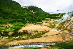 Η θρυλική κοιλάδα Geysers το καλοκαίρι Kamchatka, Ρωσία Στοκ Εικόνες