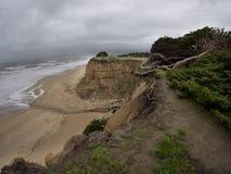 Η διάβρωση είναι να συμβεί γρήγορα μεγάλα χοντρά κομμάτια του εδάφους που χάνονται στη θάλασσα Στοκ εικόνα με δικαίωμα ελεύθερης χρήσης