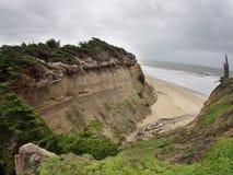 Η διάβρωση είναι να συμβεί γρήγορα μεγάλα χοντρά κομμάτια του εδάφους που χάνονται στη θάλασσα Στοκ Φωτογραφίες