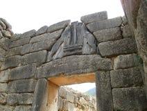 Η διάσημη πύλη λιονταριών επί του αρχαιολογικού τόπου Mycenae, Πελοπόννησος, Ελλάδα στοκ φωτογραφία με δικαίωμα ελεύθερης χρήσης
