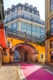 Η διάσημη ρόδινη οδός στη Λισσαβώνα, Πορτογαλία Στοκ εικόνα με δικαίωμα ελεύθερης χρήσης