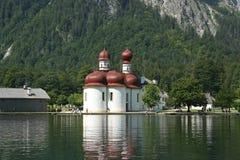 Η διάσημη StBartholomä εκκλησία Βαυαρία Στοκ εικόνες με δικαίωμα ελεύθερης χρήσης
