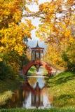 Η διαγώνια γέφυρα, πάρκο του Αλεξάνδρου, Αγία Πετρούπολη Στοκ φωτογραφία με δικαίωμα ελεύθερης χρήσης
