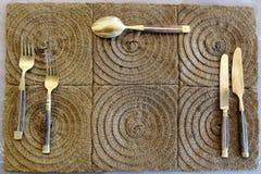 η διαθέσιμη gingham δικράνων τροφίμων σχεδίου μαχαιροπήρουνων ανασκόπησης διαγώνια μαχαιριών καταλόγων επιλογής θέσεων τιμή τών π Στοκ Φωτογραφίες