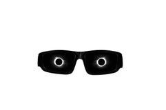 Ηλιακά γυαλιά έκλειψης με την κορώνα ήλιων και φεγγαριών που απεικονίζει στους φακούς Στοκ εικόνες με δικαίωμα ελεύθερης χρήσης
