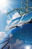 Ηλιακά πλαίσια - ακτίνες ηλεκτροφόρων καλωδίων και ήλιων Στοκ φωτογραφία με δικαίωμα ελεύθερης χρήσης