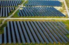 Ηλιακά πλαίσια, ηλιακά αγροκτήματα στοκ εικόνα με δικαίωμα ελεύθερης χρήσης