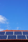 Ηλιακά πλαίσια στη στέγη σπιτιών σε κεντρική Βικτώρια, Αυστραλία Στοκ Φωτογραφίες