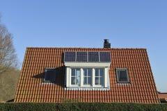 Ηλιακά πλαίσια στη στέγη Στοκ Εικόνες