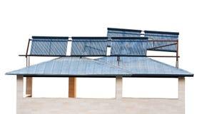 Ηλιακές μπαταρίες στη στέγη σπιτιών Στοκ φωτογραφία με δικαίωμα ελεύθερης χρήσης