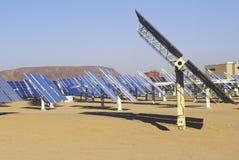 Ηλιακές δύο επιτροπές σε νότια Καλιφόρνια Edison Plant σε Barstow, ασβέστιο Στοκ Εικόνες