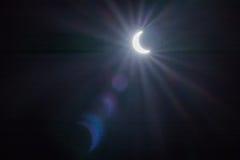 Ηλιακή έκλειψη με τα υπόβαθρα ελαφριών αποτελεσμάτων Στοκ εικόνα με δικαίωμα ελεύθερης χρήσης