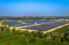 Ηλιακή αγροτική κεραία ηλιακών πλαισίων από τον αέρα Στοκ φωτογραφία με δικαίωμα ελεύθερης χρήσης