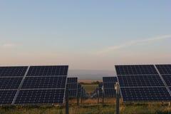 Ηλιακή ενέργεια, ηλιακά πλαίσια, ανανεώσιμες ενέργειες, ενότητες PV Στοκ Εικόνες