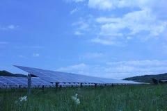 Ηλιακή ενέργεια, ηλιακά πλαίσια, ανανεώσιμες ενέργειες Στοκ Εικόνες