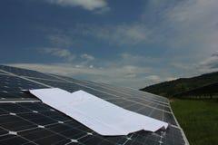 Ηλιακή ενέργεια, ηλιακά πλαίσια, ανανεώσιμες ενέργειες Στοκ Φωτογραφία