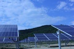 Ηλιακή ενέργεια, ηλιακά πλαίσια, ανανεώσιμες ενέργειες Στοκ Φωτογραφίες