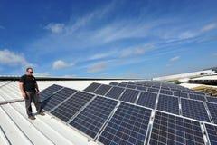 Ηλιακή ενέργεια - πράσινη ηλεκτρική ενέργεια Στοκ Φωτογραφία