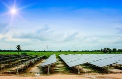 Ηλιακή ενέργεια, πράσινη, ηλιακά κύτταρα, ηλιακή αγροτική ενέργεια, φύση, SK Στοκ φωτογραφία με δικαίωμα ελεύθερης χρήσης