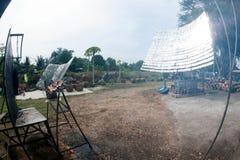 Ηλιακός-ψημένο στη σχάρα κοτόπουλο από ένα γυαλί Στοκ φωτογραφία με δικαίωμα ελεύθερης χρήσης